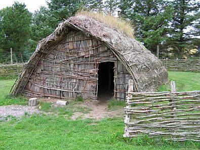 Hut uit de steentijd (replica) © copyright dutchmarco