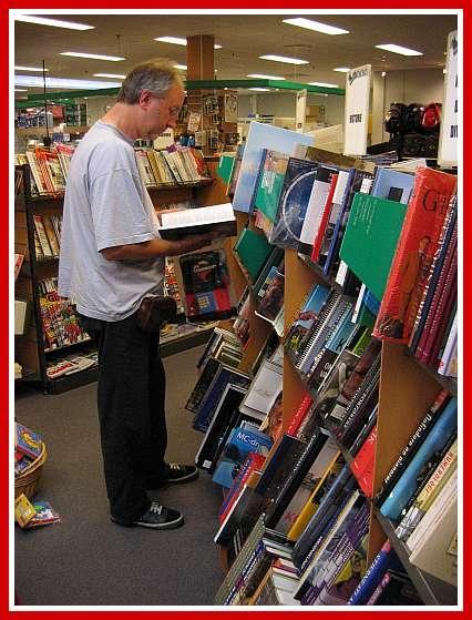 Altijd fijn om in een boekenzaak rond te snuffelen © copyright dutchmarco