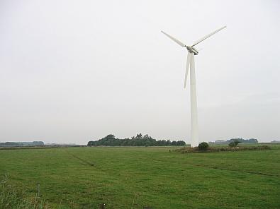 Windmolen in het vlakke landschap © copyright dutchmarco
