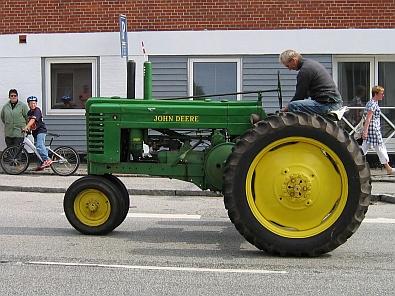 Oude tractor © copyright dutchmarco