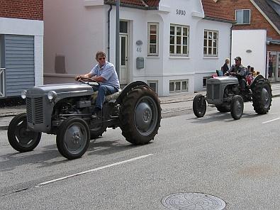 Colonne oude tractoren © copyright dutchmarco