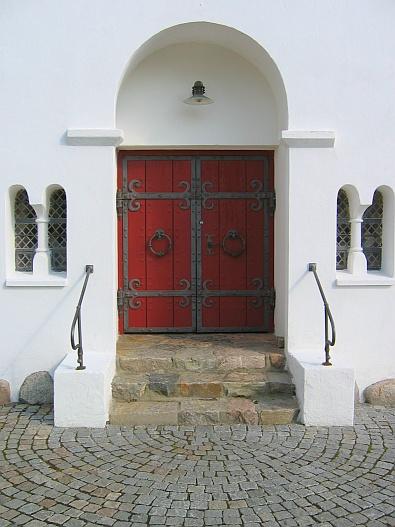 Entree van de kerk in Ranum © copyright dutchmarco