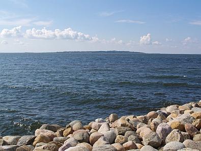 In de verte ligt het eilandje Livø © copyright dutchmarco
