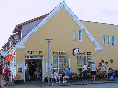 Heerlijk ijs verkopen ze hier © copyright dutchmarco