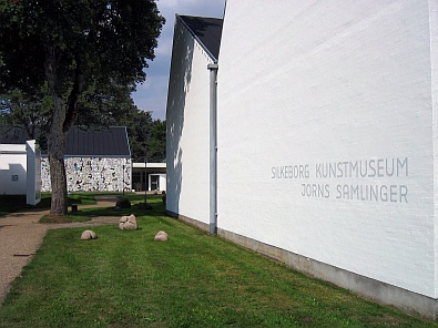 Entree naar het Silkeborg Museum of Art © copyright dutchmarco