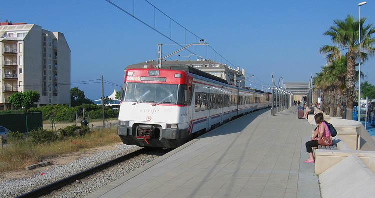 Trein op station Santa Susanna © copyright Dutchmarco
