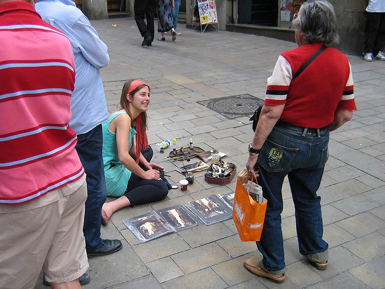 Kunstzinnig bezig zijn in de hoop iets te verkopen © copyright Dutchmarco