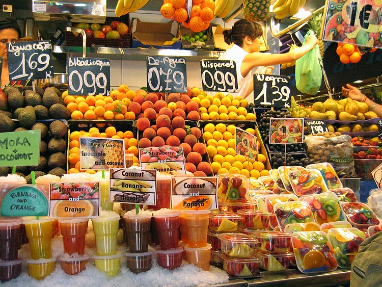 Binnen de markthallen © copyright Dutchmarco