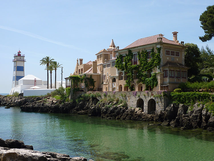 Ponta de Santa Marta met de Santa Marta-vuurtoren, het fort en het Santa Maria-huis © copyright Dutchmarco