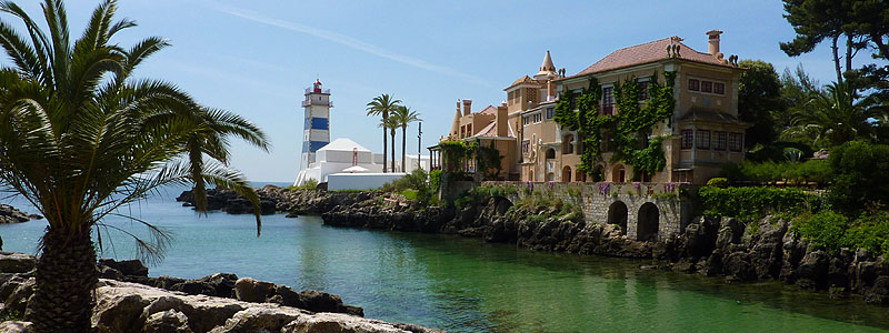 Ponta de Santa Marta met het Farol-Museu de Santa Marta, het Forte de Santa Marta en het Casa de Santa Maria in Cascais, Portugal © copyright Dutchmarco