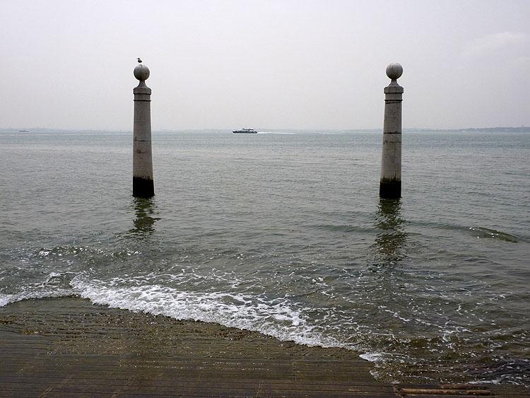 De Cais das Colunas aan de Taag © copyright Dutchmarco