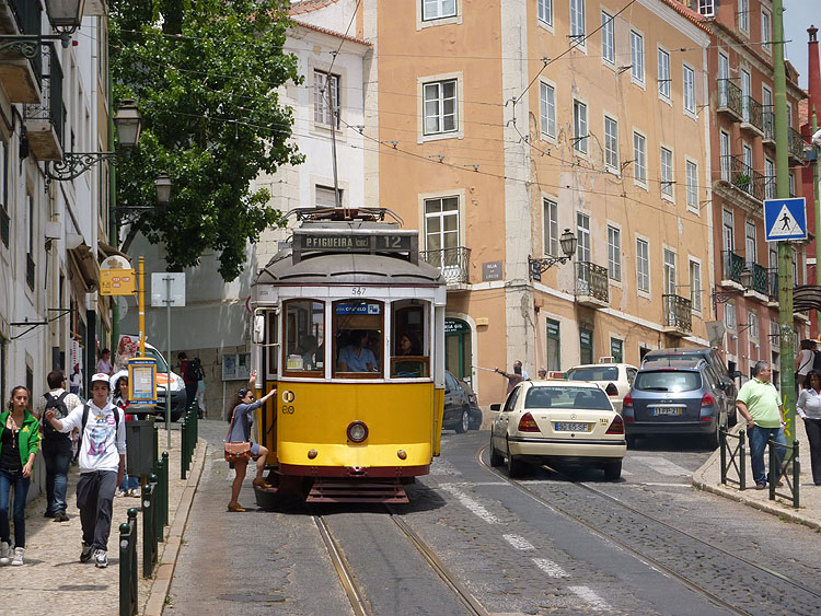 De trams rijden frequent © copyright Dutchmarco