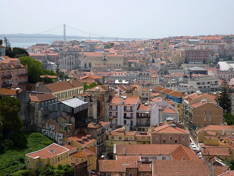 Uitzicht over Lissabon vanaf het Miradouro da Graça © copyright Dutchmarco