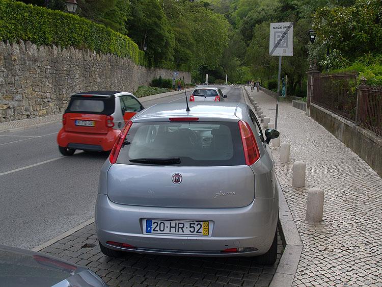 Onze Fiat Punto geparkeerd in Sintra © copyright Dutchmarco