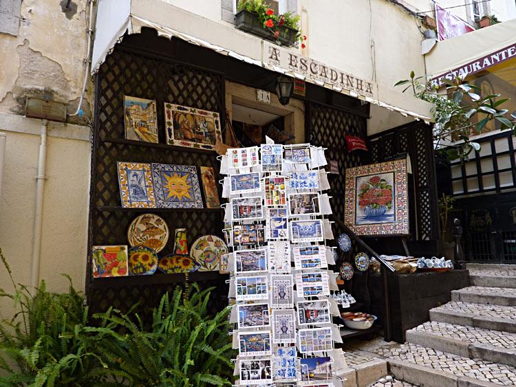 In dit winkeltje wordt allerlei aardewerk en keramiek verkocht © copyright Dutchmarco