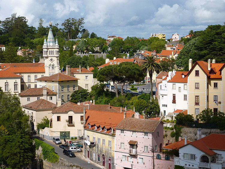 Sintra, met links de toren van het gemeentehuis © copyright Dutchmarco