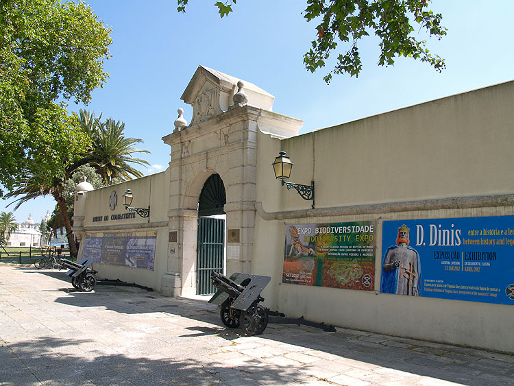 De entree van het Museu do Combatente in het Forte do Bom Sucesso © copyright Dutchmarco