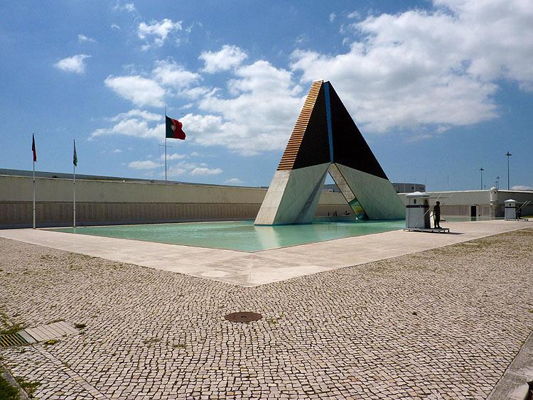 Het Memorial aos Combatentes da Guerra do Ultramar © copyright Dutchmarco