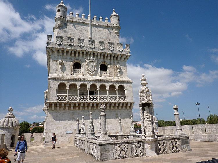 De toren gezien vanaf het terras op het bastion © copyright Dutchmarco