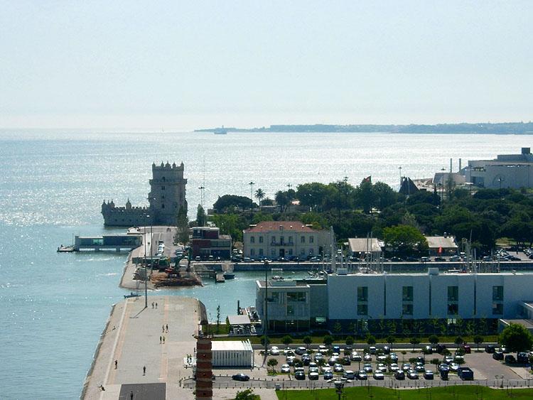 In de richting van de Toren van Belém, gezien van bovenaf © copyright Dutchmarco