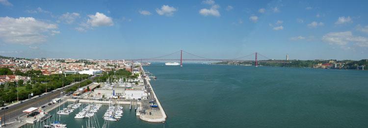 Panorama van Lissabon en de Taag, gezien van bovenaf © copyright Dutchmarco