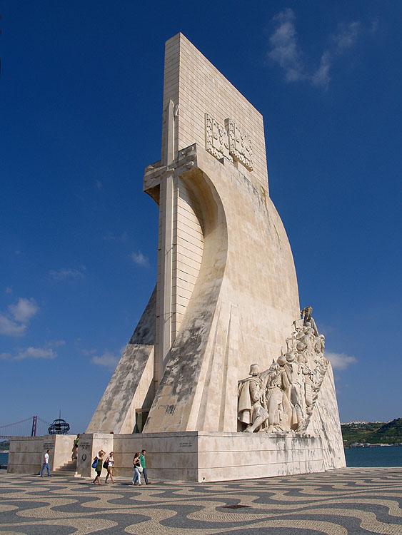 Hier staat dan het monument in vol ornaat © copyright Dutchmarco
