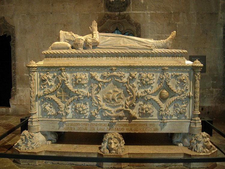In de kerk Santa Maria van het Mosteiro dos Jerónimos - graftombe van Vasco da Gama © copyright Dutchmarco