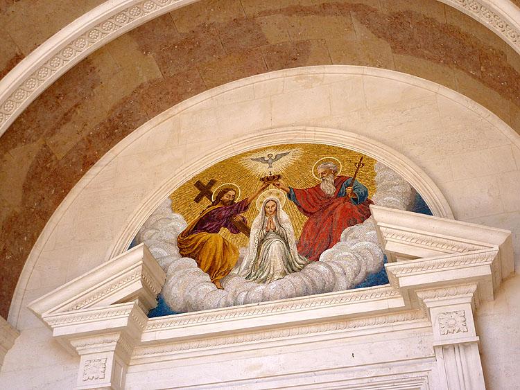 Mozaïek van de kroning van Onze Lieve Vrouw door de Heilige Drie-eenheid © copyright Dutchmarco