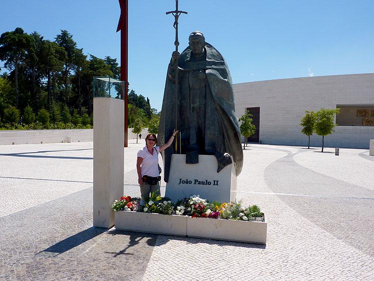 Bij het monument van Paus Johannes Paulus II © copyright Dutchmarco