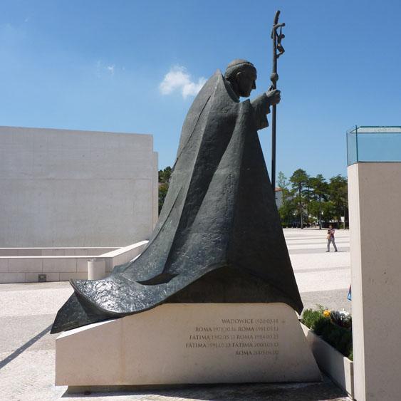 Het monument van Paus Johannes Paulus II © copyright Dutchmarco