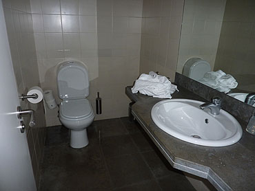 Toilet/badkamer beneden © copyright Dutchmarco