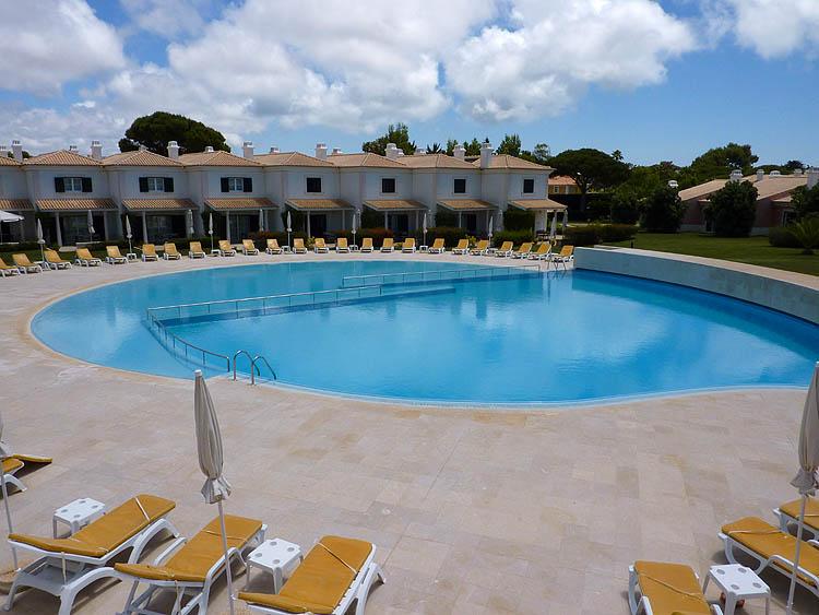 Het zwembad © copyright Dutchmarco