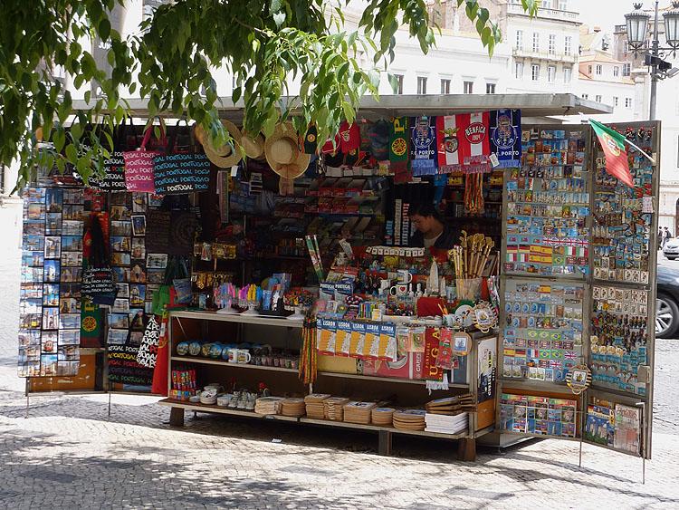 Een kraam met Portugese souvenirs © copyright Dutchmarco