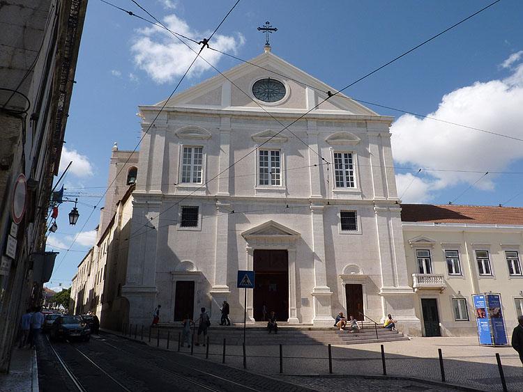 De entree en voorgevel van de Igreja de São Roque © copyright Dutchmarco