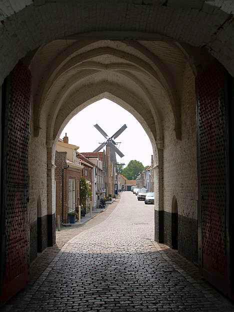 Van onder de Nobelpoort zicht op molen De Hoop in Zierikzee © copyright dutchmarco