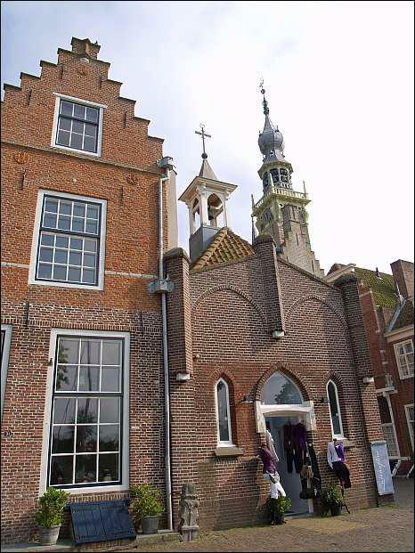 Gevels en gemeentehuistoren in Veere, Zeeland © copyright dutchmarco